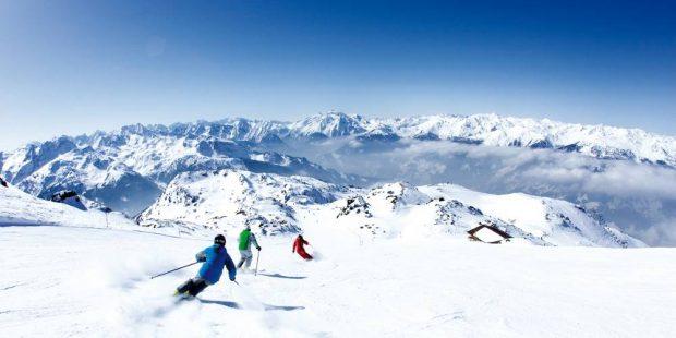 Gids ter promotie van het skigebied