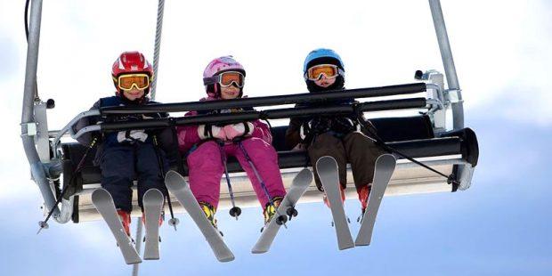 Met kinderen zorgeloos in de skilift