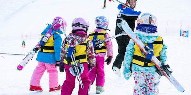 Ski's dragen voor de kleintjes