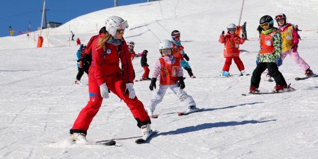 De skischolen draaien op volle toeren