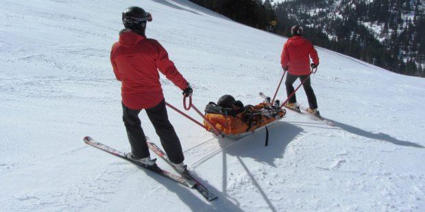 Skiër verwondt skilerares en skiet door