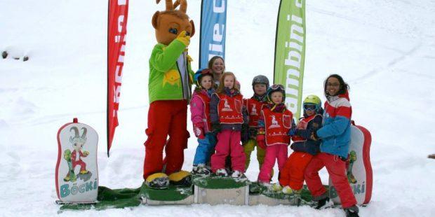 Naomi loopt stage als skilerares in Saalbach-Hinterglemm