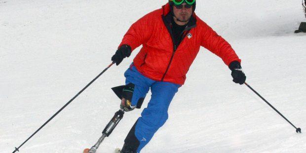 Skileraar door prothese weer terug op de piste