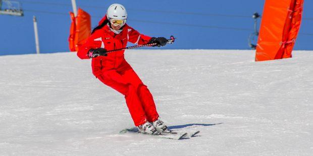 Moet een skilerarenpak rood zijn?
