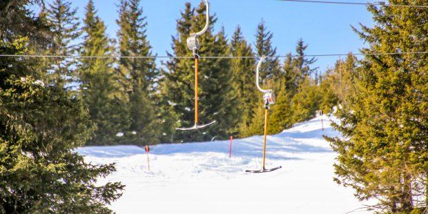 Meisje (5) valt samen met skileraar uit lift en raakt zwaar gewond