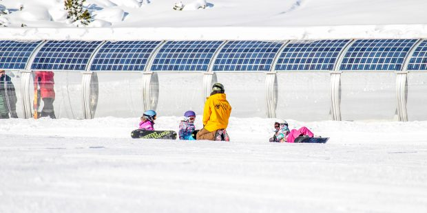 Steeds minder snowboarders in de skischolen