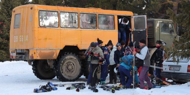 Skiles geven in Kirgizië als ontwikkelingshulp