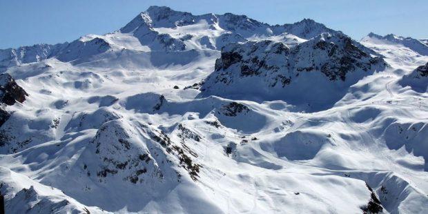 Skiër overlijdt na val van 300 meter tijdens skiles