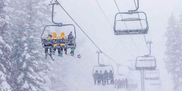 De nachtmerrie van elke skileraar: een kind dat uit de stoeltjeslift valt