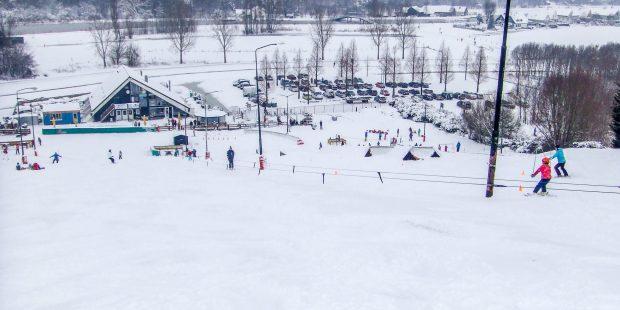 Mogelijk natuursneeuw voor Nederlandse skischolen