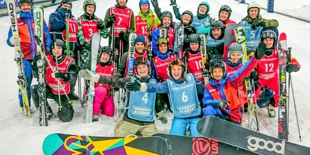 De opleiding tot snowboard- of skileraar is gewonnen door…