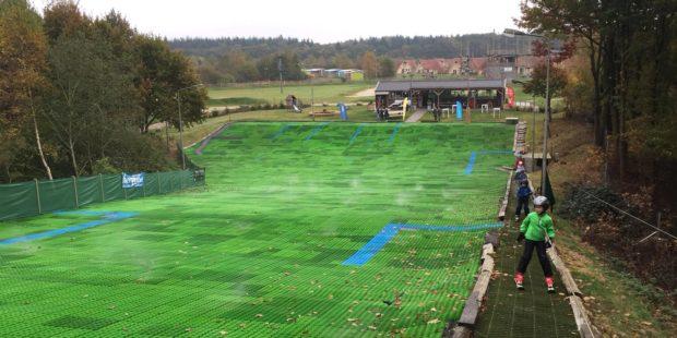 Skiën op een groene heuvel: de borstelbaan!
